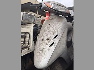 新宿区富久町で無料で撤去した放置車両のホンダ ライブDio(シルバー)