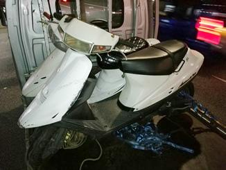 草加市谷塚で無料で引き取り処分したスズキ アドレスV100のホワイト