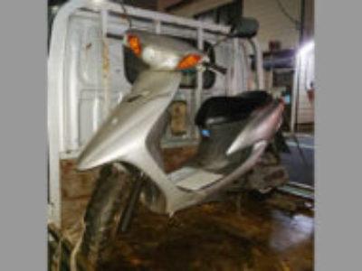 足立区東綾瀬3丁目のヤマハ  JOG シルバーを無料で引き取りと廃車