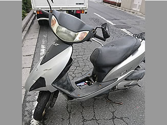 横浜市南区新川町5丁目で無料で引き取りと廃車をしたホンダ Dio 4スト 破損車