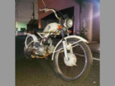 川口市南前川2丁目で原付バイクのホンダ ソロ ホワイトを無料で引き取り処分