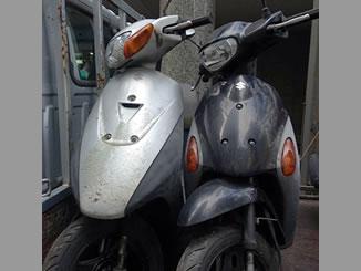 新宿区西新宿で無料で引き取り処分と廃車手続き代行をしたスズキの原付バイク2台(レッツ2とレッツ4G)