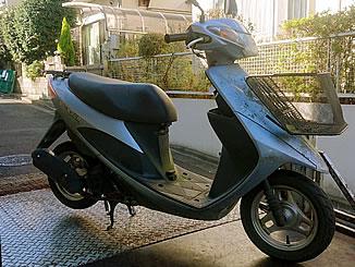 横浜市青葉区で無料で引き取り処分と廃車手続き代行をした原付バイクのスズキ アドレスV50G 前カゴ付き ユークレースシルバーメタリック