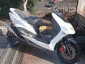 小金井市で無料で引き取り処分と廃車手続き代行をした原付二種バイクのヤマハ シグナス X カスタム車