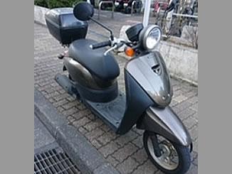 東京都足立区で無料で回収処分と廃車手続き代行をした原付バイクのホンダ トゥデイ FI ペルセウスブラウンメタリック色 リアボックス付き