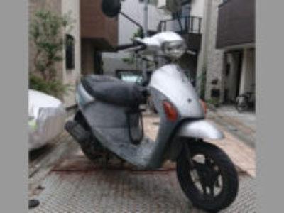東京都足立区にある原付バイクのスズキ レッツ4 シルバーを無料で回収処分と廃車手続き代行