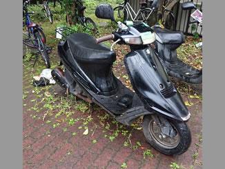 足立区加賀にある原付バイクのスズキ アドレスV100 ブラックを無料で引き取り処分